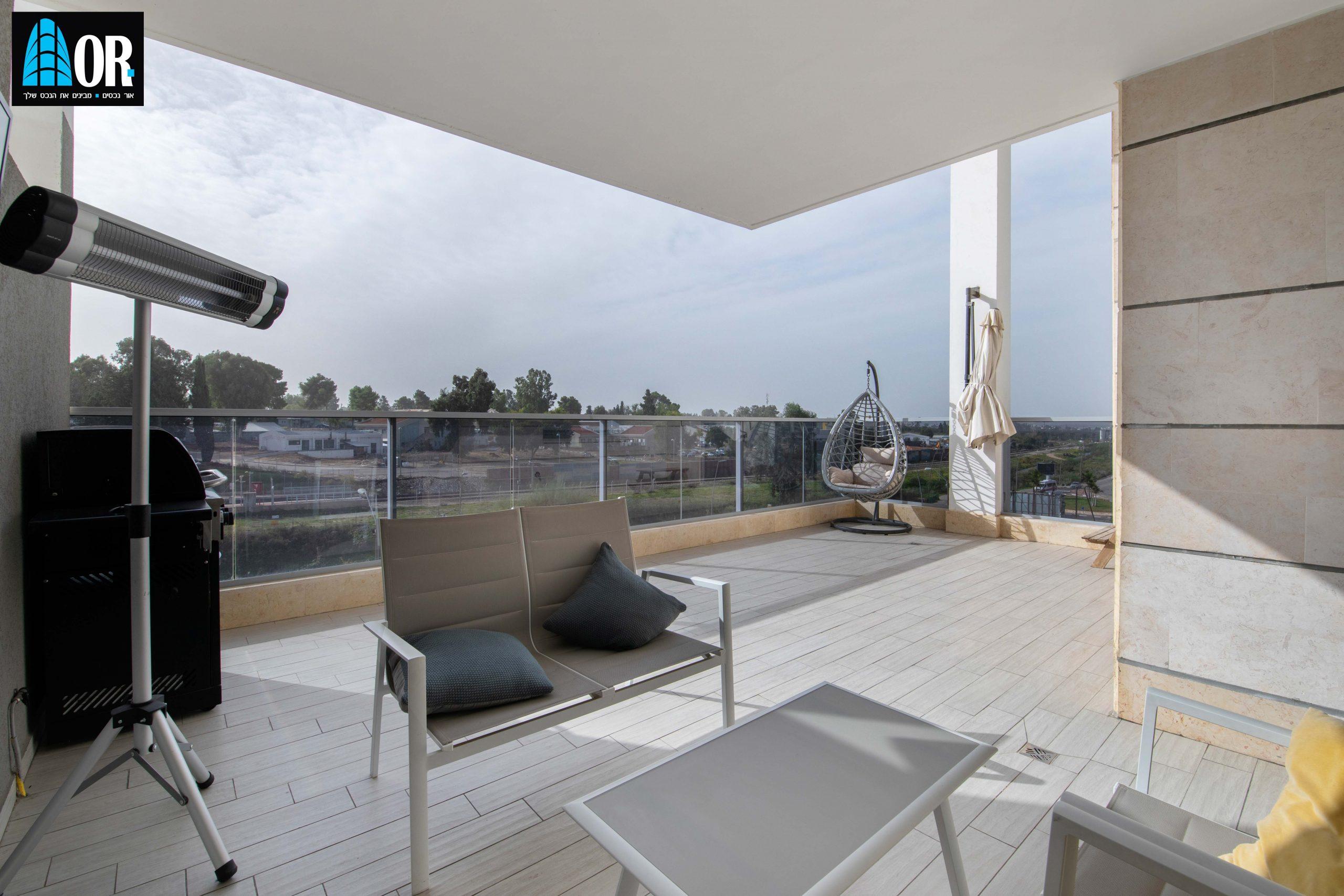 מרפסת דירה 4 חדרים שכונה צמרות