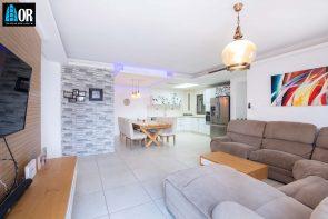 סלון דירה 5 חדרים בשכונה פארק המושבה